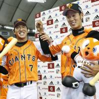 Giants edge Marines on Chono's sayonara double