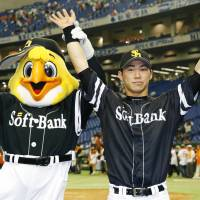 One happy family: Yuya Hasegawa celebrates after Softbank's 3-2 win over Yomiuri. | KYODO