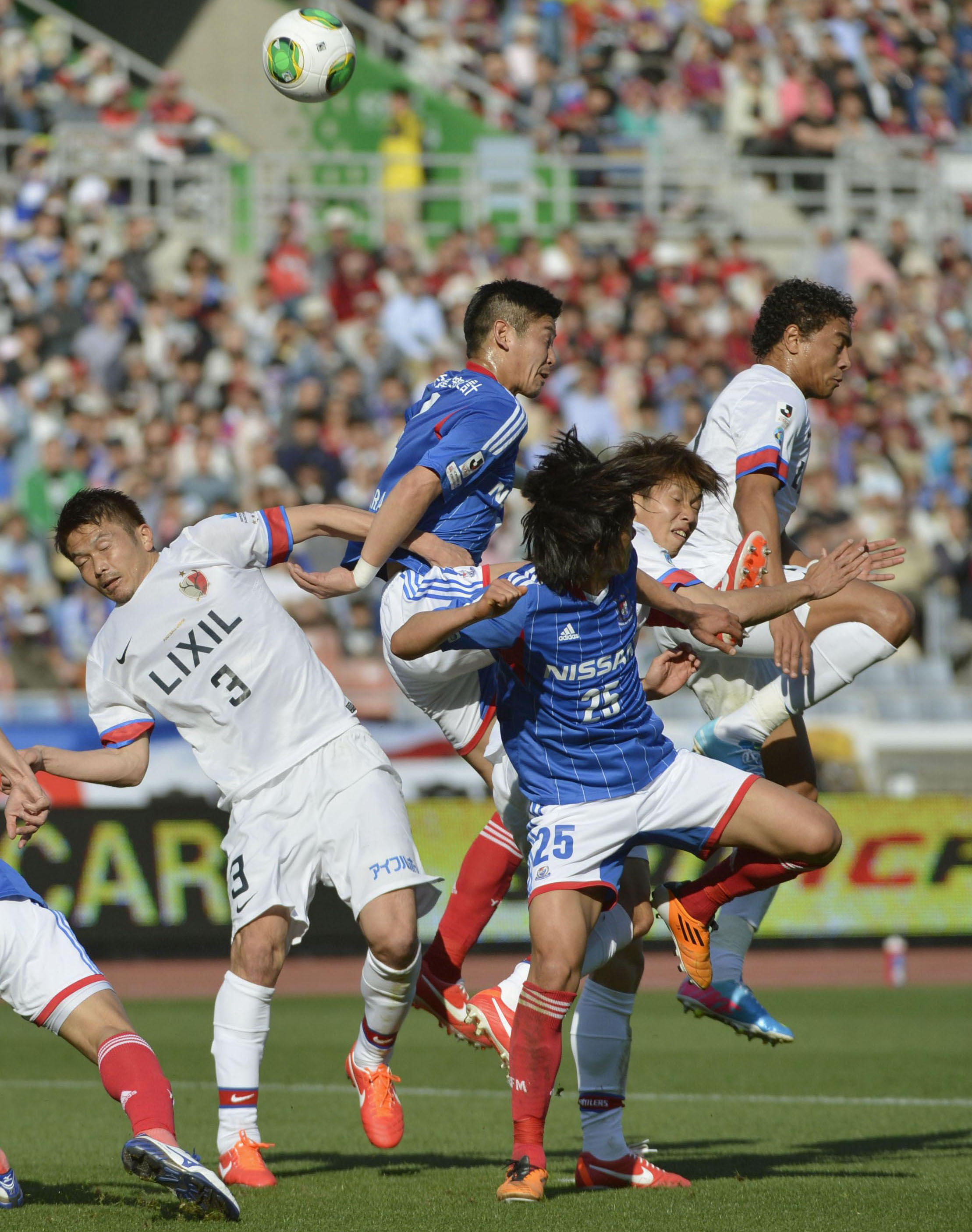Just get rid of it! Kashima Antlers play headers in the box, concede 95th min equaliser v Yokohama