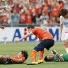 Omiya win marred by collision that hospitalizes two players