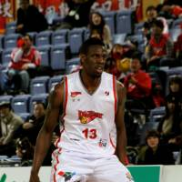 Shimane's Davis stands tall in Game 1 win over Hamamatsu