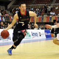 Yokohama outlasts Toyama, books spot in Final Four