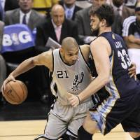 Spurs tear into Grizzlies in Game 1