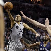 Spurs ride out storm