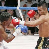 Uchiyama hangs on to super featherweight title with knockout
