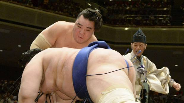 Hakuho tops Takarafuji to keep flawless record
