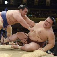 End of the line: Kisenosato (right) loses to Kotoshogiku at the Summer Grand Sumo Tournament on Sunday. | KYODO