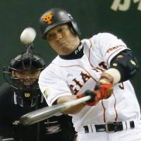 Giants treat Matsui, Nagashima to victory on special day