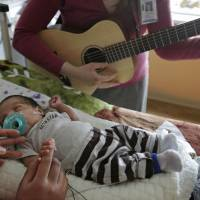 Live music therapy boosts fragile preemies