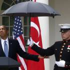 Obama keeps fluid grip on levels of power