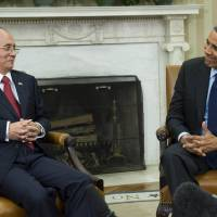 Show of support: U.S. President Barack Obama and President Thein Sein of Myanmar meet Monday at the Oval Office in the White House. | AFP-JIJI