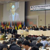 Yasuo Fukuda, the then prime minister, speaks to delegates during TICAD IV in Yokohama in 2008. | MINISTRY OF FOREIGN AFFAIRS