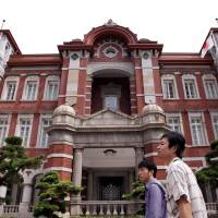 Central: One guidebook walk starts at the restored Tokyo Station. | BLOOMBERG