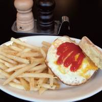 On the Corner: American breakfast around the clock