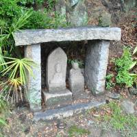 A pair of stone deities sits along a pilgrimage route on Shiraishi Island, Okayama Prefecture. | AMY CHAVEZ