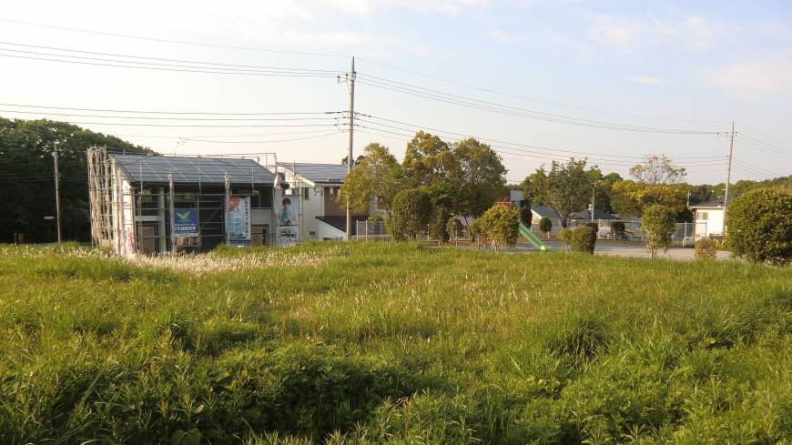 Bright energy prospects: New solar houses under construction in Chiba Prefecture.