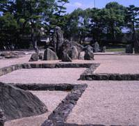 Nature nurtured: Every angle at Kishiwada Castle's famed garden reveals a different internal design combining natural stone formations and cement-sealed lines. However, the designer, Mirei Shigemori, basically aimed to evoke the original fortification's walls. | STEPHEN MANSFIELD PHOTOS