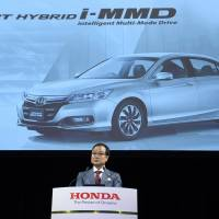 Honda bets mileage premium won't hurt hybrid Accord sales