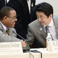 Abe pledges ¥100 billion to stabilize Sahel