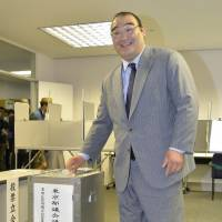 Setting an example: Stablemaster Furiwake, formerly known as Takamisakari, casts his ballot Monday for the Tokyo Metropolitan Assembly election to promote early voting at a polling station in Sumida Ward. | KYODO