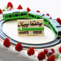 In the loop: A wedding cake modeled after the Yamanote Line will be presented to the winning couple who will be invited to hold their wedding ceremony aboard a special train on Tokyo's loop line Oct. 14. | EAST JAPAN RAILWAY CO./KYODO