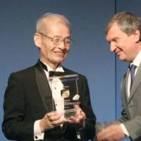 Electrifying: Scientist Akira Yoshino receives the Global Energy Prize at a ceremony in St. Petersburg, Russia, on Friday. The 65-year-old Asahi Kasei Corp. fellow was honored for his development of lithium-ion battery technology widely used in mobile phones and electric vehicles. | KYODO