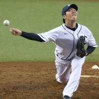Strong to the finish: Seibu's Ken Togame delivers a pitch during the Lions' 5-1 win over the Giants at Seibu Dome on Sunday. | KYODO