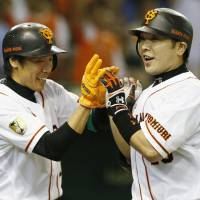 Familiar scene: Giants captain Shinnosuke Abe comes through in the clutch, hitting a go-ahead three-run home run in the eighth inning against the Hokkaido Nippon Ham Fighters on Thursday at Tokyo Dome. | KYODO