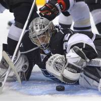 Kings beat Blackhawks to avoid falling into 3-0 series hole