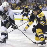 Bergeron's goal gives Bruins 2OT win over Pens, 3-0 series lead