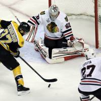 Bruins go up 2-1 on Blackhawks