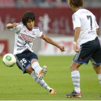 Lead by example: Yokohama F. Marinos captain Shunsuke Nakamura opens the scoring during his side's 2-0 win over Kashima Antlers in their Nabisco Cup quarterfinal first leg on Sunday. | KYODO