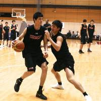 Lofty goals: Forward Yuta Watanabe (left) hones his skills during a recent Japan national team workout in Tokyo. | KAZ NAGATSUKA
