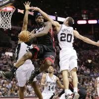 LeBron, Wade come up big; Heat even series with Spurs
