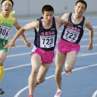 Pink flash: Yoshihide Kiryu ran the 100 meters in 10.01 seconds at the Oda Memorial meet in Hiroshima on April 29. | KYODO