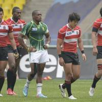 Not pleased: Japan players, surrounding a South African opponent, react to their 33-0 Pool B defeat at the Rugby World Cup Sevens in Moscow on Saturday. | KYODO