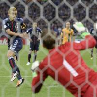 Defining moment: Keisuke Honda scores on an injury-time penalty as Japan salvages a 1-1 draw against Australia in their World Cup qualifier at Saitama Stadium on Tuesday. | KYODO