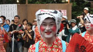 [SLIDESHOW] Ofudamaki: gender-bending for luck that lasts all year