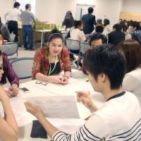 Students from ASEAN countries enjoy activities with Japanese students, including a discussion at Shizuoka Eiwa Gakuin University on May 30 as part of the Japan-East Asia Network of Exchange for Students and Youths (JENESYS 2.0) program. | JAPAN INTERNATIONAL COOPERATION CENTER