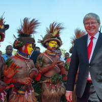 Meet your new neighbors: Huli wigmen greet Australian Prime Minister Kevin Rudd as he arrives at the National Parliament of Papua New Guinea in Port Morseby on Monday. | AFP-JIJI