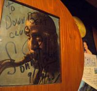 Sign of approval: An autographed picture of tenor-sax legend Sonny Rollins displayed proudly on the wall at jazz cafe 'down beat' in Yokohama, testifying to the city's long and close bond with the musical genre. | TOMOKO OTAKE