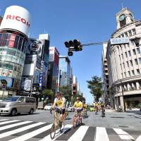 Open road: Riders pass the landmark Wako department store building in central Tokyo's Ginza shopping district during 'Tokyo City Cycling 2009,' a 40-km event staged by the Japan Cycling Association on Sept. 20. | YOSHIAKI MIURA PHOTO