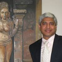 Top dog: Vikas Swarup, consul general of India for Osaka-Kobe, stands beside a painting by his wife, Aparna. (Below) Swarup celebrates with director Danny Boyle after the movie 'Slumdog Millionaire' won eight Academy Awards in Los Angeles on Feb. 22. | JANE SINGER, COURTESY OF VIKAS SWARUP