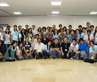 Networking: Nikkei Youth Network Summit participants pose for a group photo at the Nippon Foundation headquarters in Minato Ward, Tokyo, on Oct. 17. At right, participants engage in a treasure hunt in Yoyogi Park in Shibuya Ward on Oct. 16.   COURTESY OF NIKKEI YOUTH NETWORK