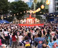 Spontaneous steps: Last year's Bon-odori in Ikebukuro quickly won local spectators over.
