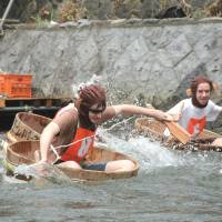 Rub-a-dub: Participants in a past International Tarai-nori Kyoso race paddle washtubs down the Matsukawa River in Ito, Shizuoka Prefecture. | ITO TOURISM ASSOCIATION