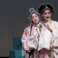 Bando Tamasaburo revives tradition of men playing women in China