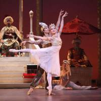 Stepping up: A 2008 performance of 'Aladdin' by The National Ballet of Japan. | HIDEMI SETO PHOTO