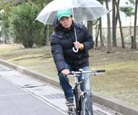 Talking on a cell phone or carrying an umbrella while riding a bike will be targeted in Japan's first revision of cycling laws in nearly 30 years. | MINA USHIDA PHOTOS