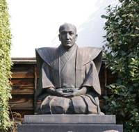 Straight face: A statue of ukiyo-e artist Katsushika Hokusai outside Takai Kozan Memorial Hall in Obuse, Nagano Prefecture. | MANDY BARTOK PHOTOS